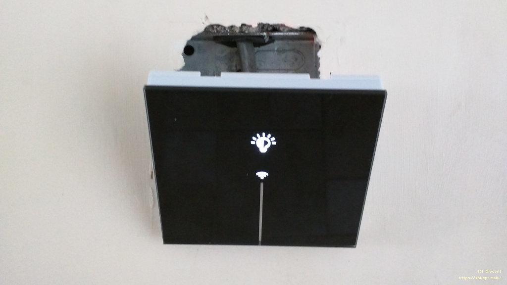 Рис. 5 — Wi-Fi-выключатель Lanbon в процессе установки в стену