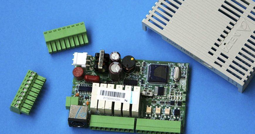ПЛК Delta Electronics DVP14SS11R2: делаем вскрытие, смотрим потроха
