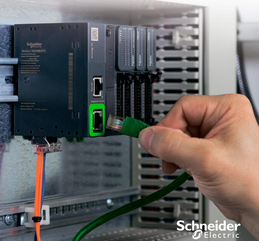 Логический контроллер Modicon M221 - самая высокая производительность для своего компактного размера!
