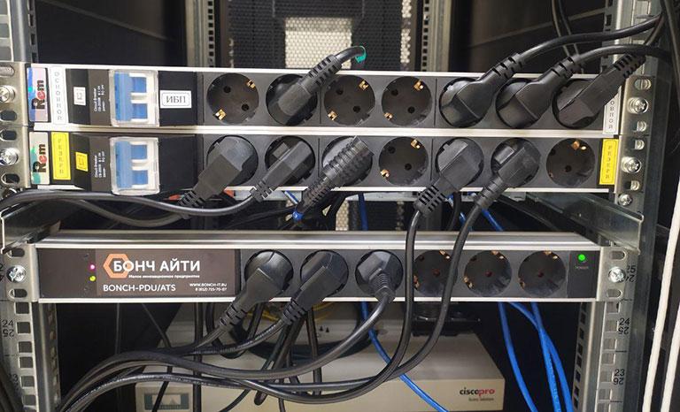 BONCH-ATS/PDU используется в телекоммуникационном шкафу с одним вводом электропитания