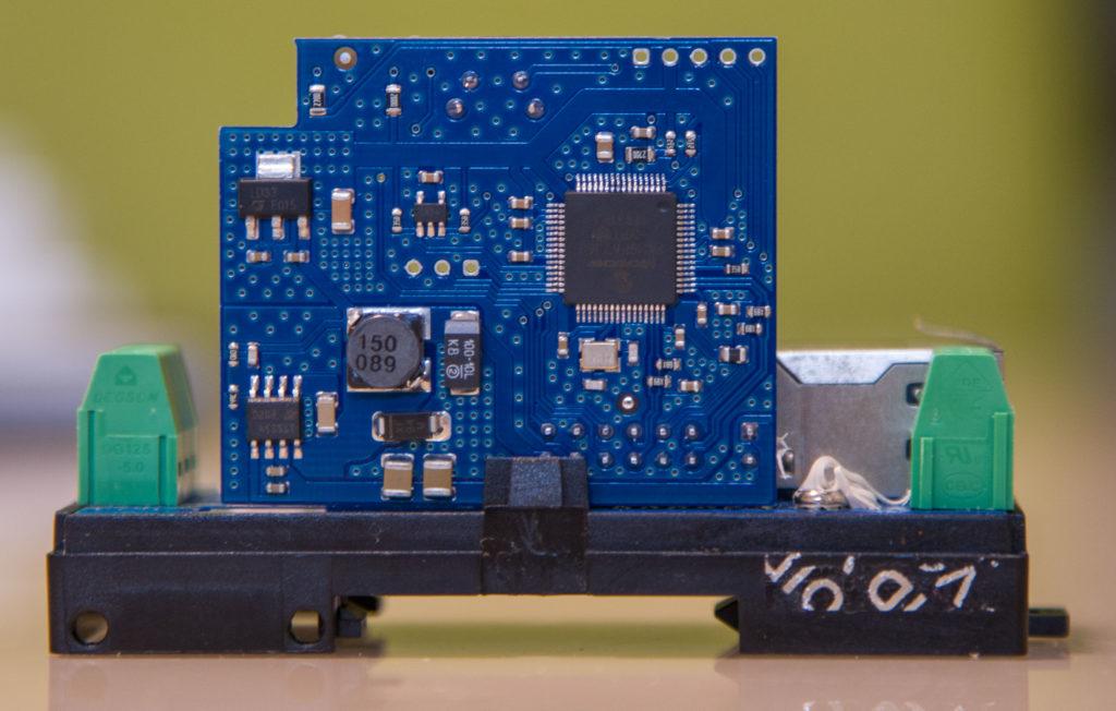Рисунок 4. Плата микроконтроллера устройства RODOS-8 DIN, другая сторона