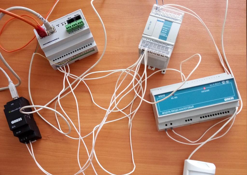 Для чего нужен и почему используется именно RS-485 в ПЛК? Это же древний интерфейс!