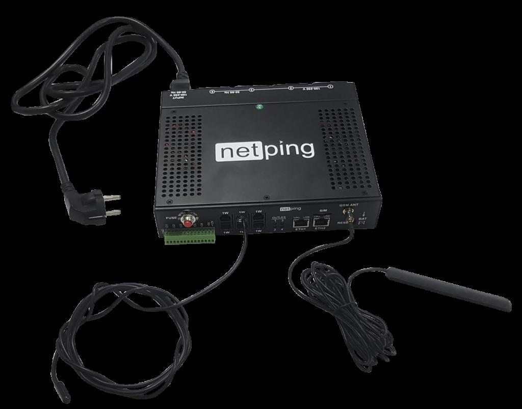 Рисунок 1. IP PDU устройство NetPing 4/PWR 220 v6.2/GSM3G с подключенным датчиком температуры, GSM антенной и кабелем питания
