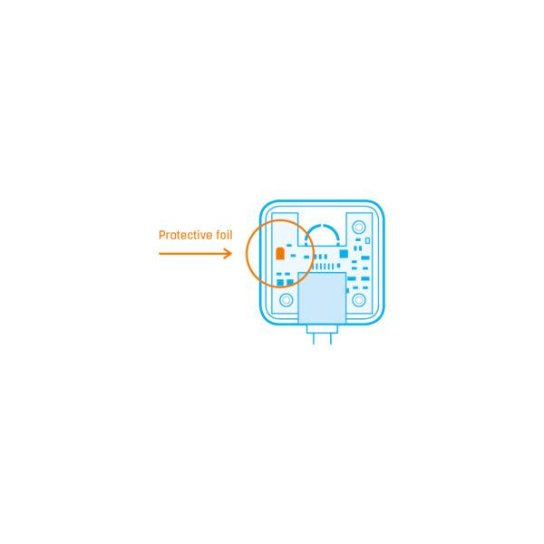 Откройте коробку Sensor THPVoc 1W-UNI и снимите защитную пленку с чипа датчика влажности.
