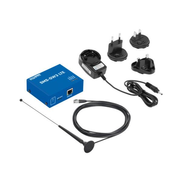 В стандартный комплект входит блок GW, внешняя антенна с кабелем длиной 3 м и адаптер питания.